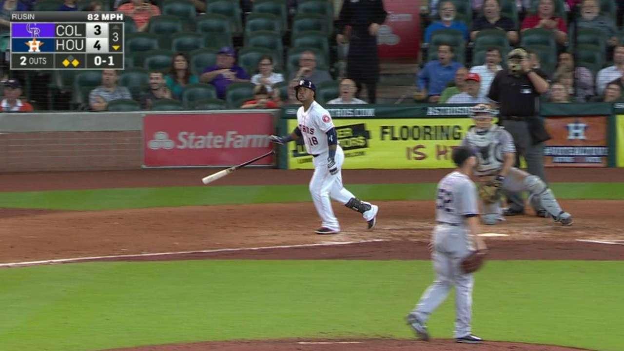 Astros doblegan a Rockies con dos HR de Valbuena