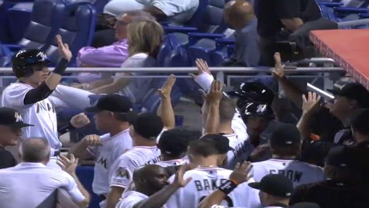 Marlins explotan en el primer inning y aplastan a Yankees