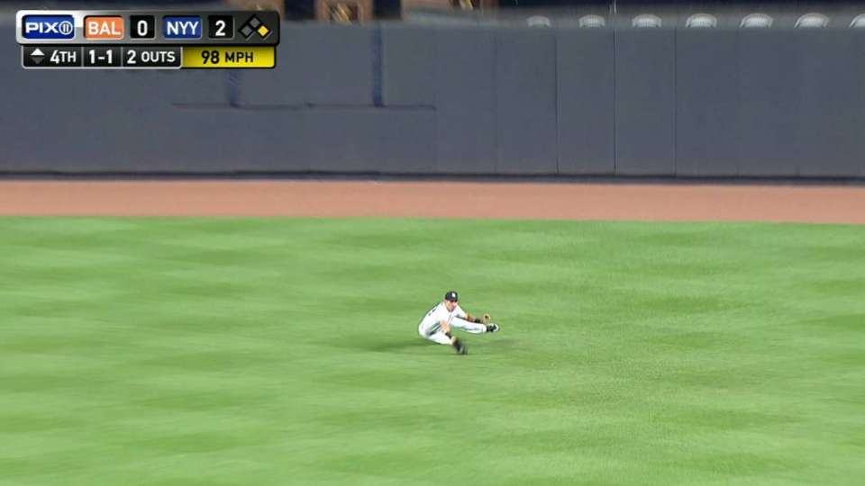 Ellsbury recovers to make catch