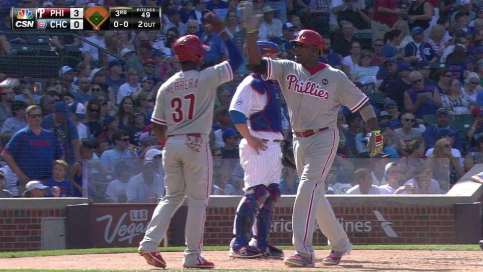 Howard's three-run homer