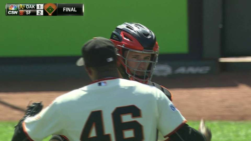 Casilla earns the save