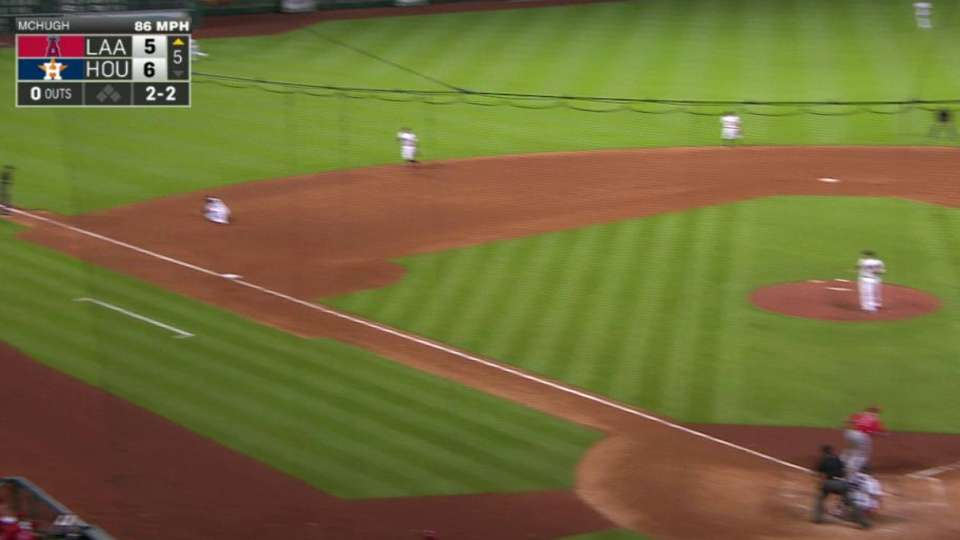 Valbuena's backhanded play