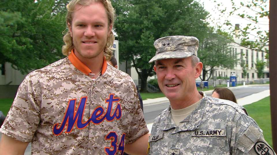 Mets visit Walter Reed Center