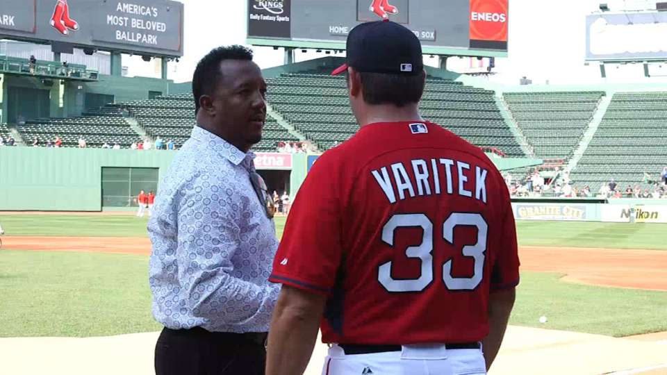 Pedro chats with Tek