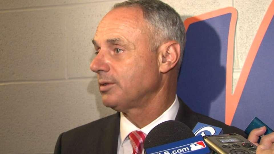 Commissioner Manfred visits Mets