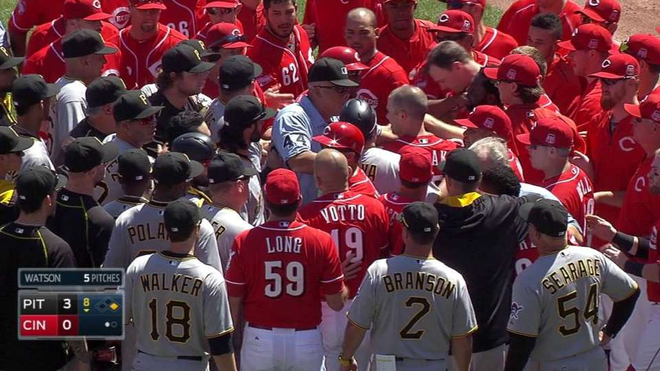 Benches clear in the 8th