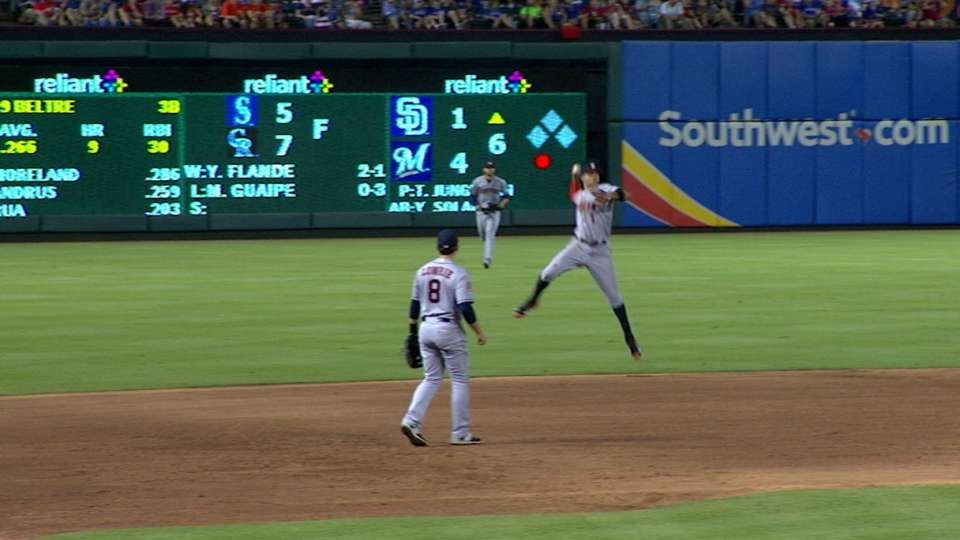 Correa's fantastic jump-throw