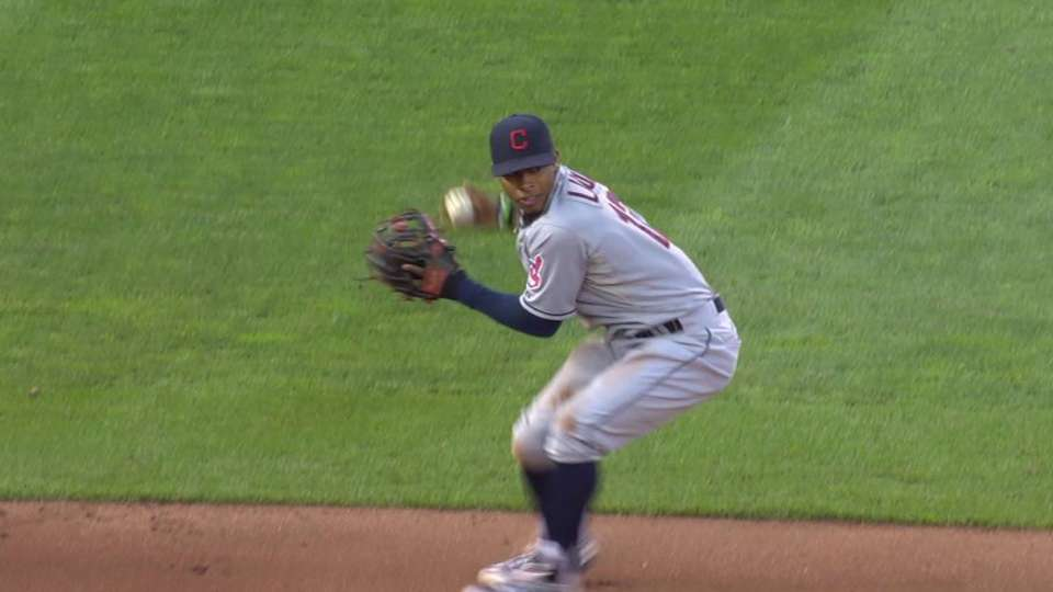Lindor dives, starts double play