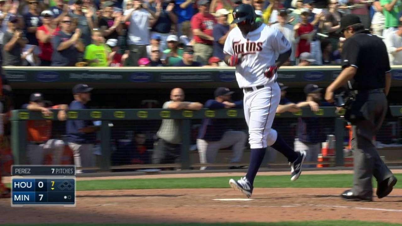 e8c88265f283 Ervin Santana leads Twins  win over Astros