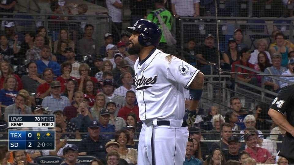 Kemp fixes belt during at-bat