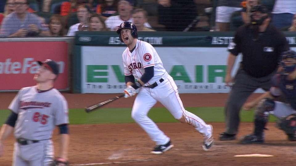 Astros' five-run 7th