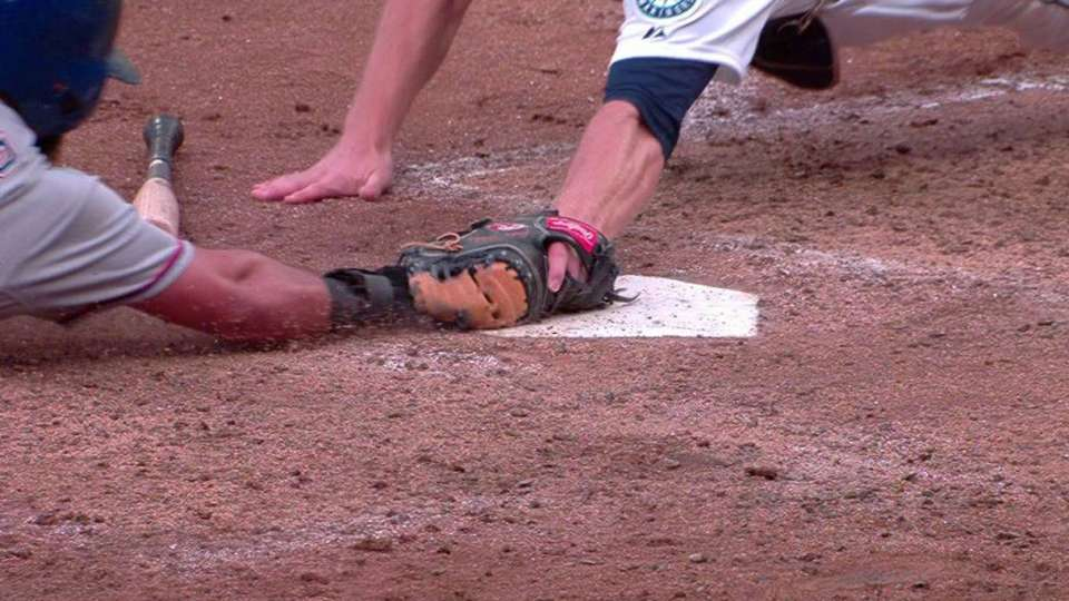 Odor races home on wild pitch