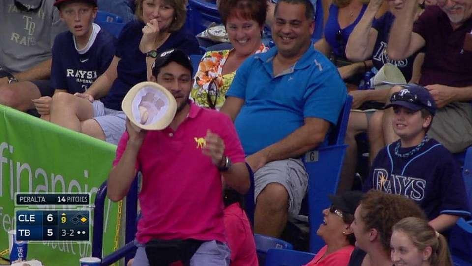 Fan's hat catch