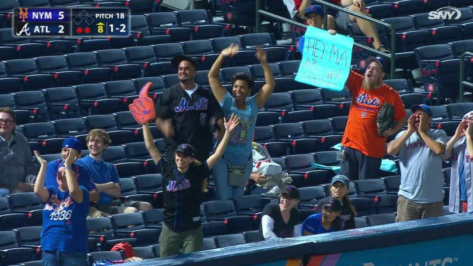 Mets booth waves to fans