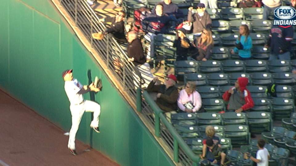 Raburn's jumping basket catch