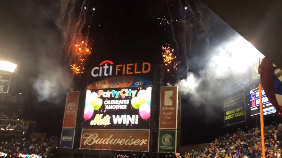 Mets fans react after final out