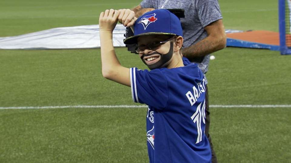 Mini-Bautista meets his idol