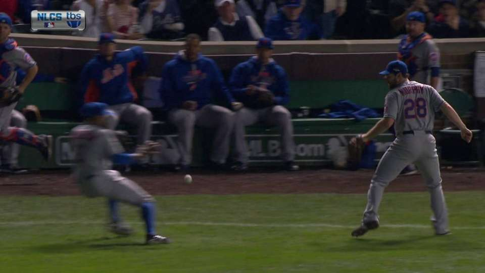 Fowler reaches on fly ball