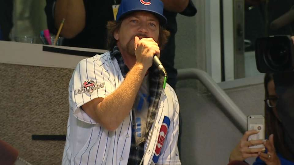 Vedder sings during the stretch