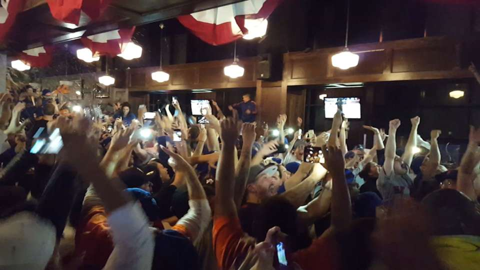 Mets fans go wild at McFaddens