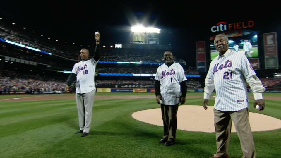 Mets greats throw first pitches