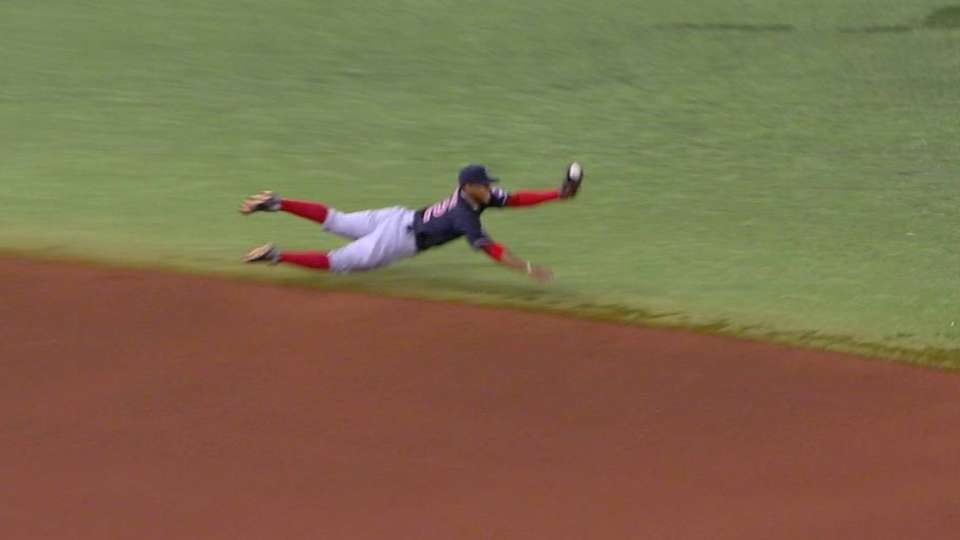 Lindor's awesome diving play