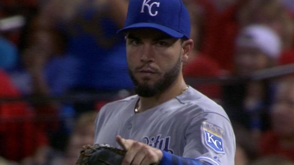Hosmer wins third Gold Glove