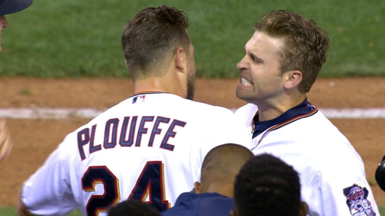 4f4bad78377 Twins enlist bulldozer to support Brian Dozier