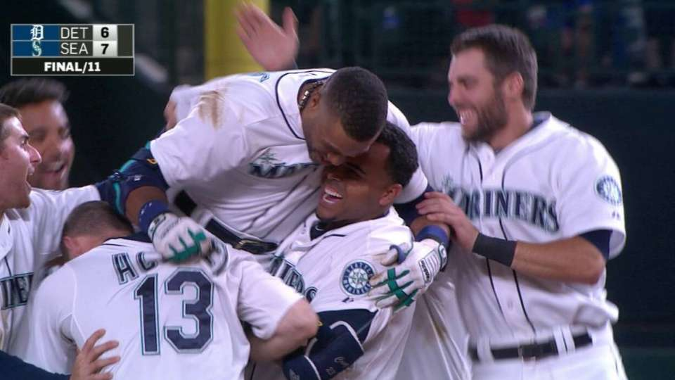 Cano's walk-off hit in 11th