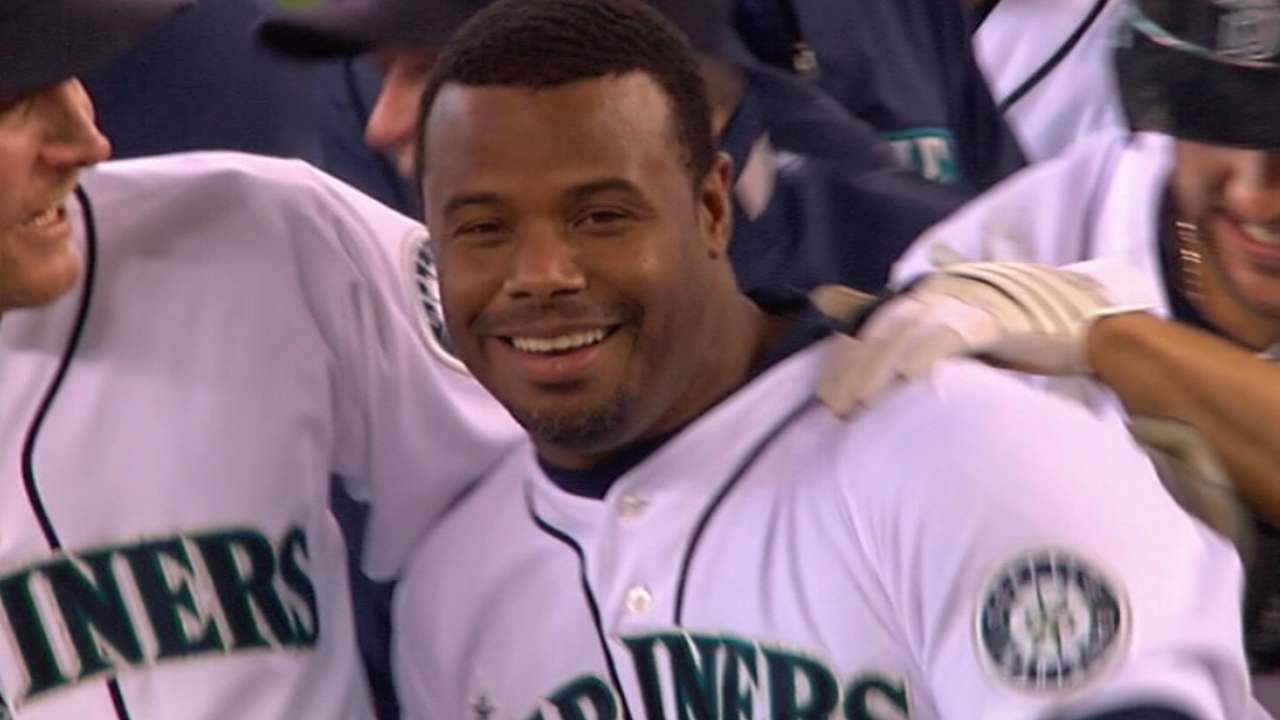 d2cfc2a43 Ken Griffey Jr. compares to Willie Mays
