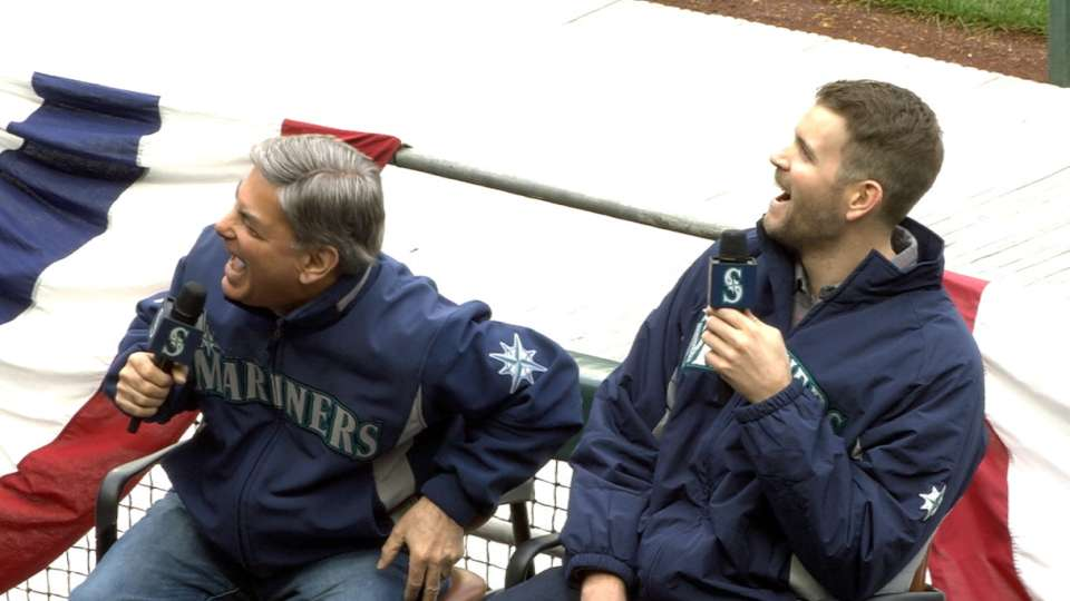 Rizzs and Paxton sing at FanFest