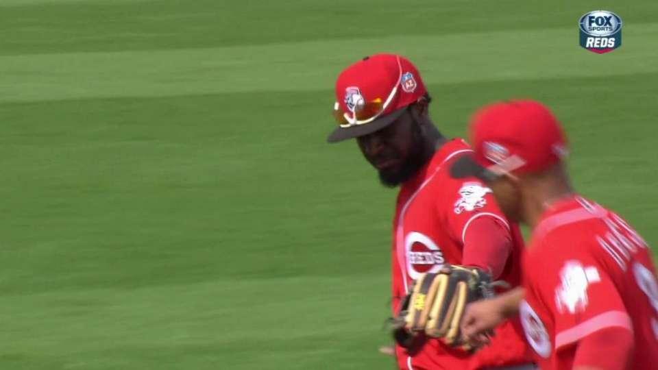 Reds turn inning-ending DP
