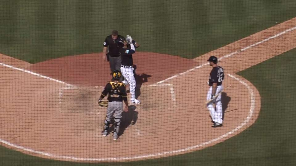 V-Mart's two-run shot
