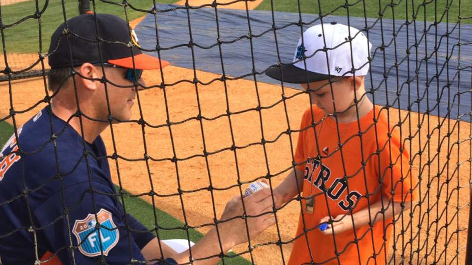 Hinch signs autograph for kid
