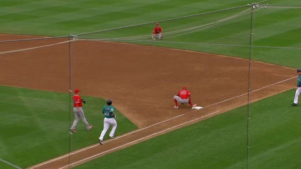 Giavotella's diving play