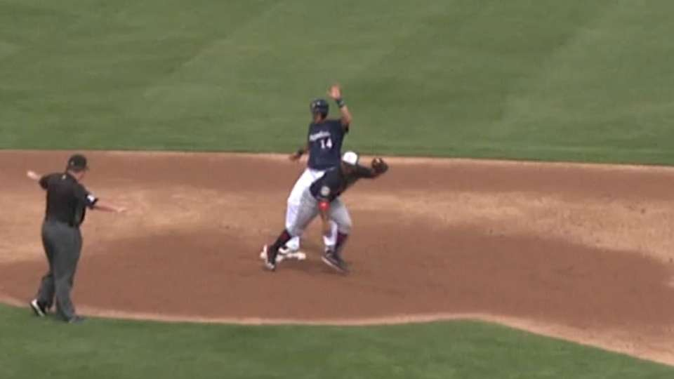 Brewers' double steal ties game