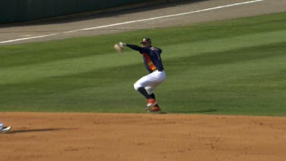 Correa makes diving stop