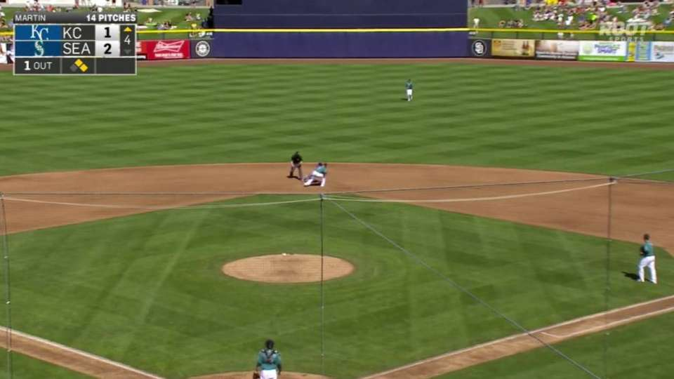 Cano throws out Snider at second