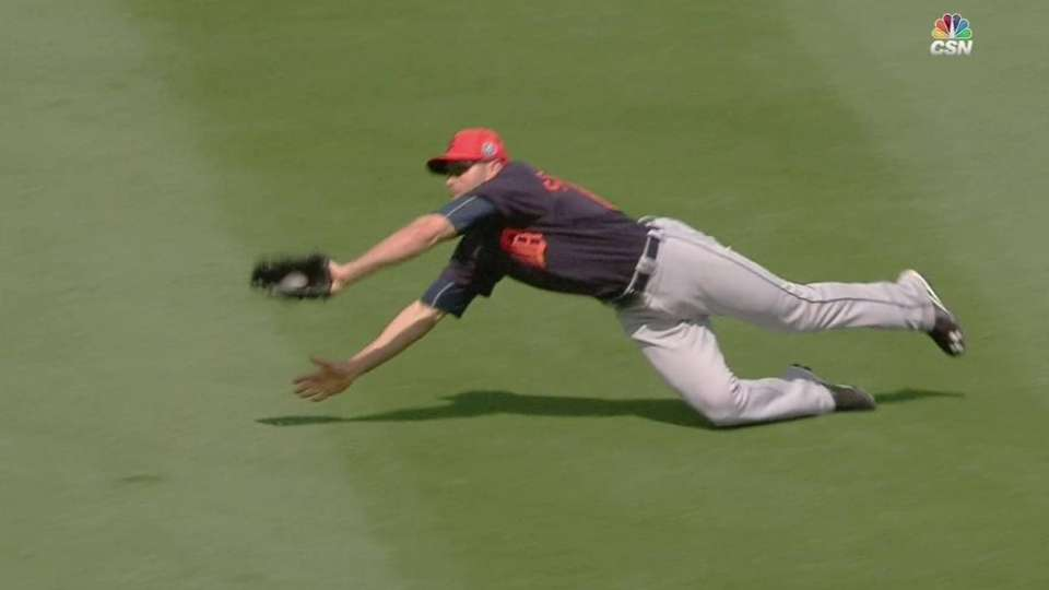 Schierholtz's smooth diving grab