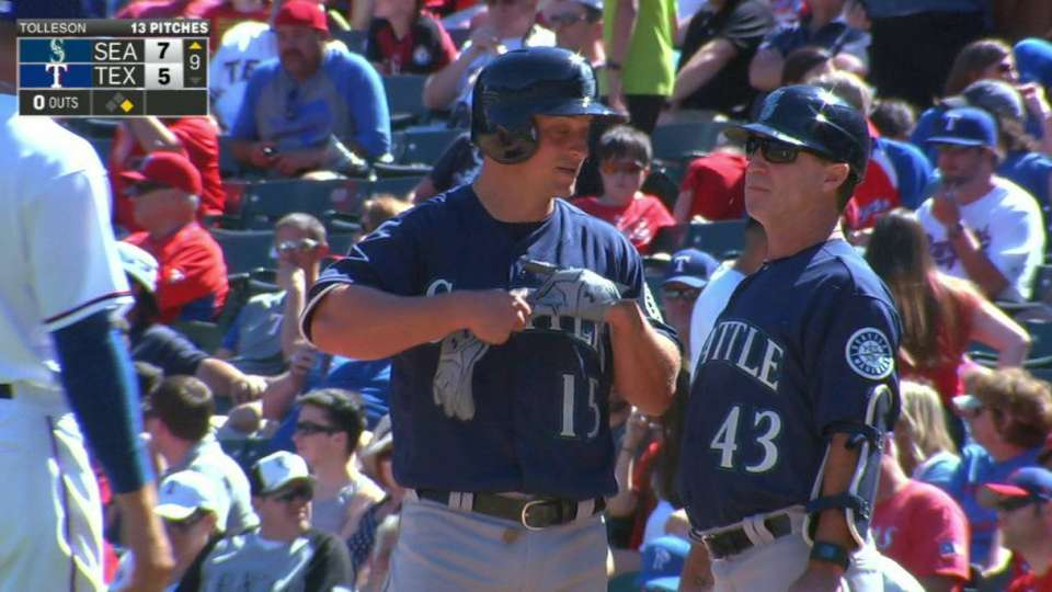 Seager's late two-run single