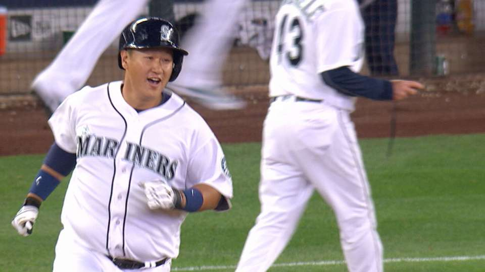 Must C: Lee's walk-off homer