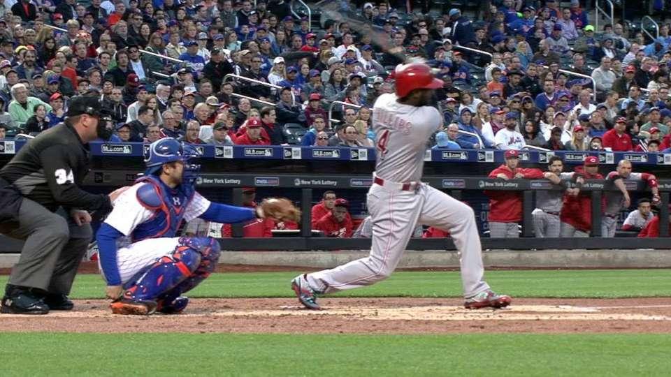 Phillips extends streak vs. Mets