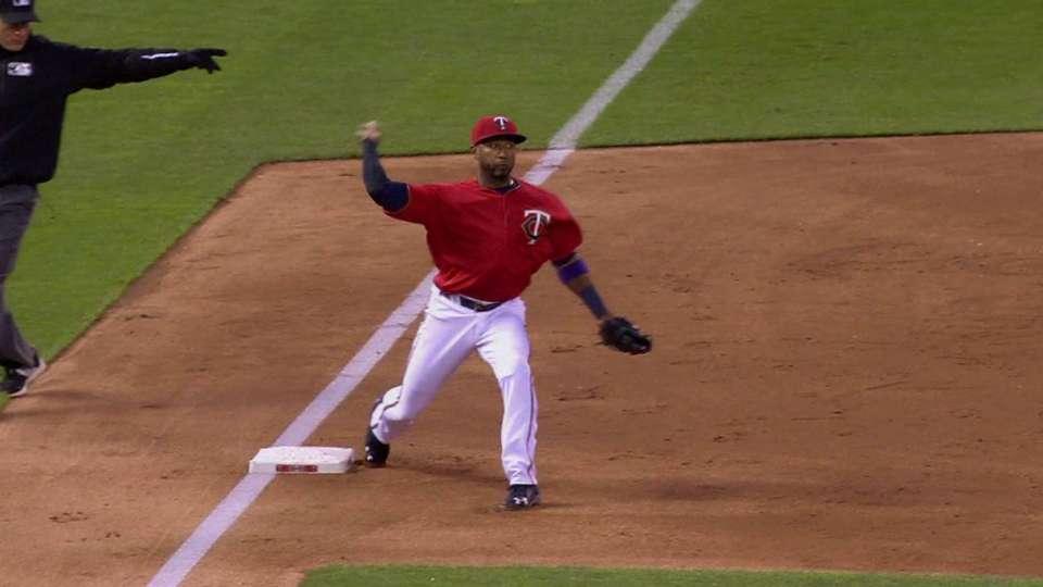 Nunez turns double play