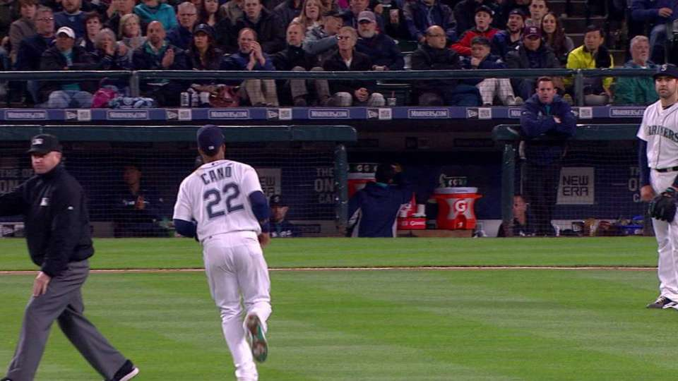 Cano forgets number of outs