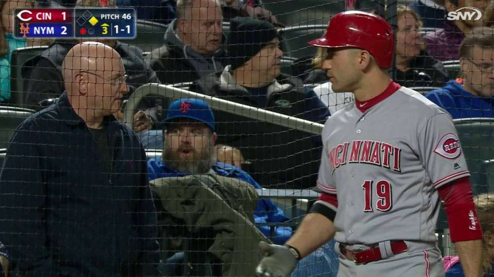 Votto chats with astronaut