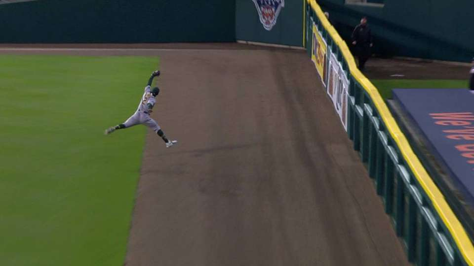 Davis' warning track catch