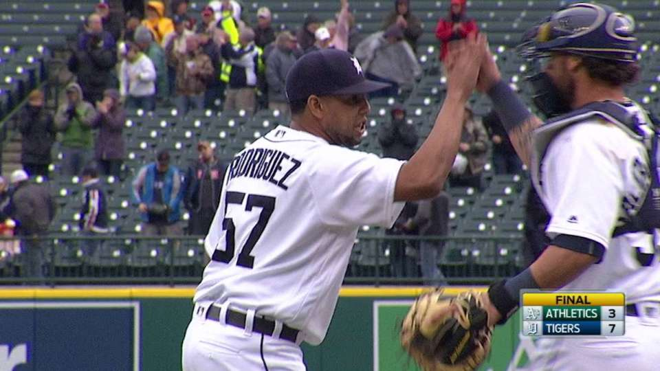 Rodriguez earns the save