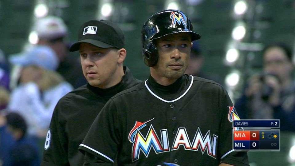 Ichiro moves past Robinson