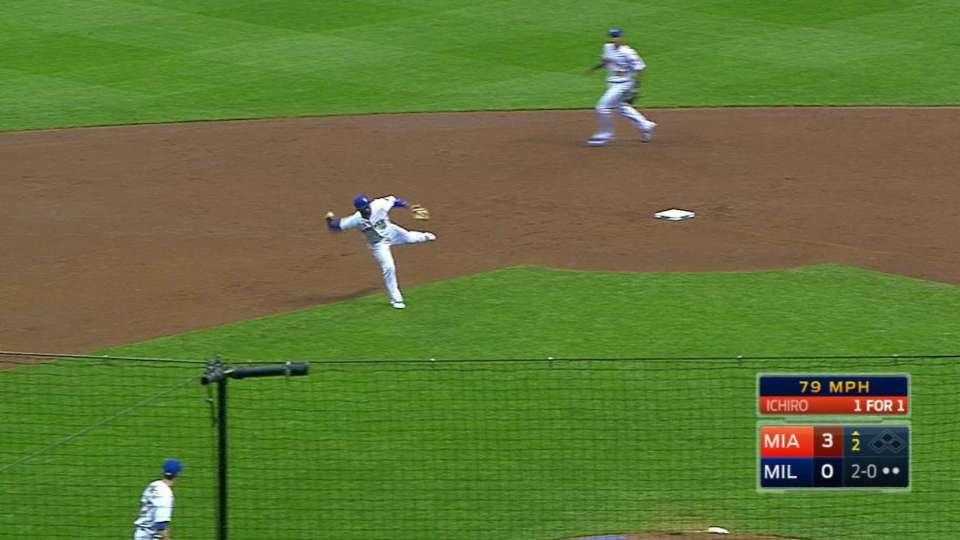 Villar's barehanded throw