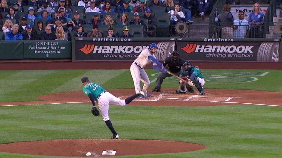 Hosmer extends hit streak